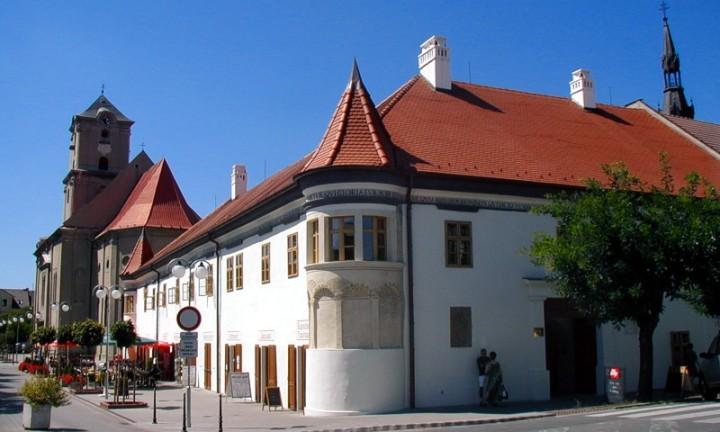 Rekonštrukcia radnice Pezinok